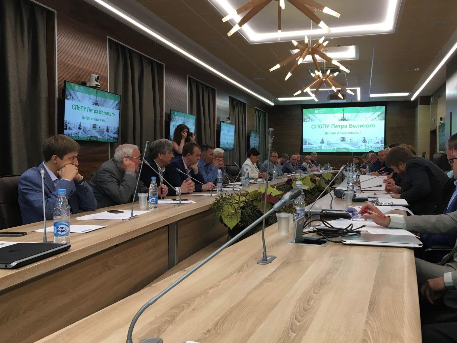 На заседании НТС при Минпромторге в Санкт-Петербурге обсудили вопрос обязательной сертификации тротуарной плитки
